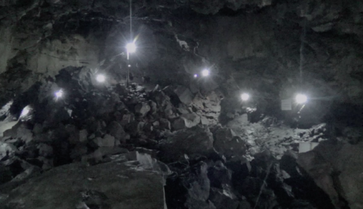 明るい洞窟内